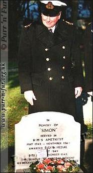 памятник на могиле Саймона