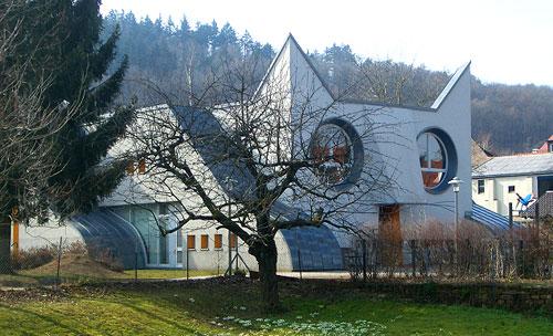 Здание детского сада в виде кошки